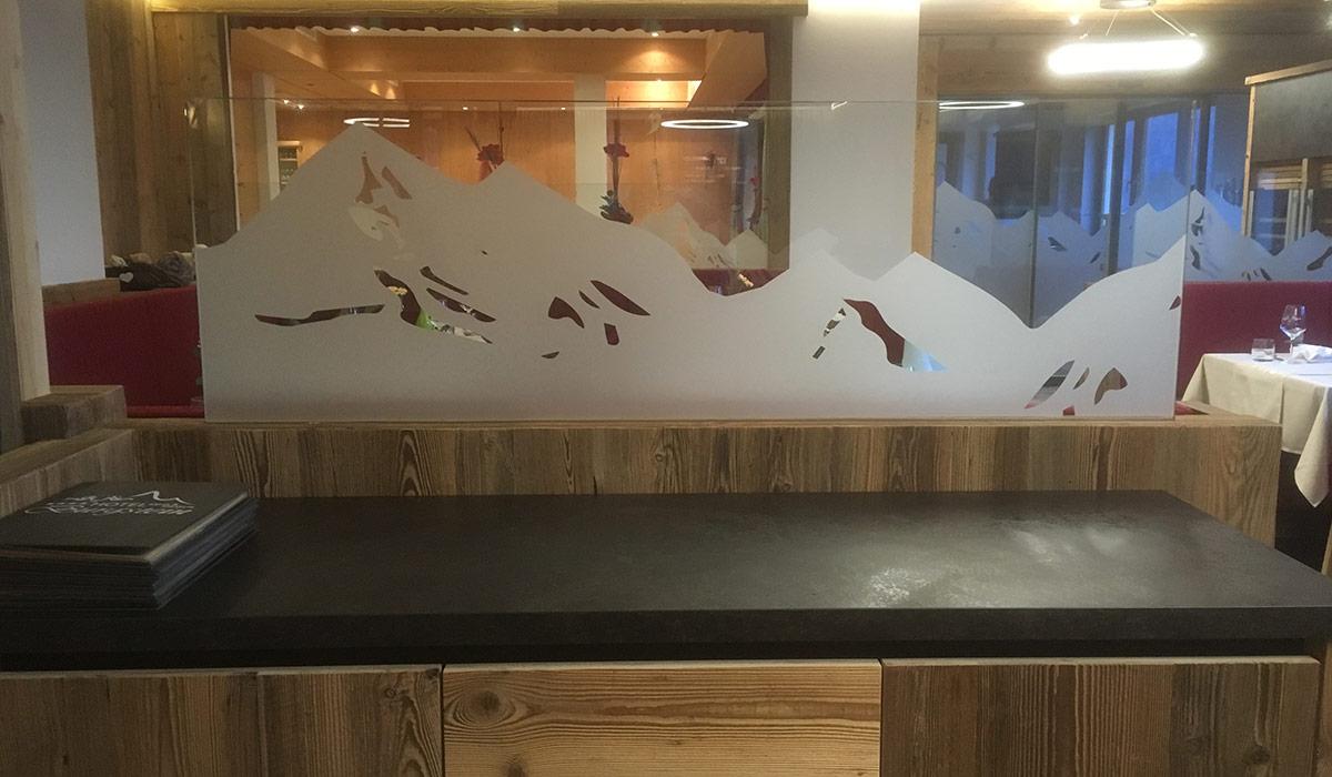 Glasbeklebung Bergmotiv Sandstrahlfolie